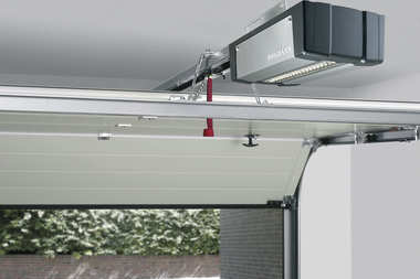 Inteligentny i komfortowy garaż. Nowa generacja napędów do bram garażowych Hörmann
