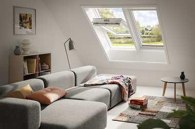 Jeszcze więcej światła na poddaszu – okna dachowe w zestawach