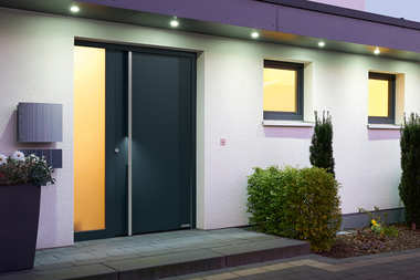 Drzwi wejściowe z aluminium i stali nierdzewnej firmy Hörmann