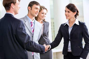 Bank czy doradca – kogo wybrać przy kredycie hipotecznym?