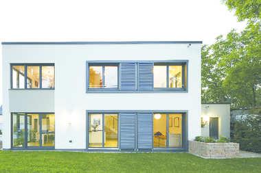Duże okna z PVC-U wizytówką nowoczesnego domu