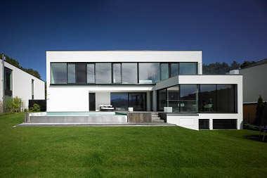 Duże okna w domu, a komfortowa temperatura o każdej porze roku