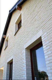 Przy pomocy płytek silikatowych można wykonać warstwę licową ściany trójwarstwowej. Fot. H+H Polska